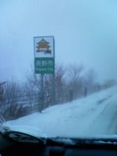 吹雪の渋滞中
